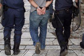 Παραδόθηκαν στην Αστυνομία τρεις Ρομά που εμπλέκονται σε εξαπατήσεις ηλικιωμένων στο Αγρίνιο