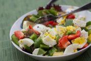 Γιατί πρέπει να βάζετε αυγά στη σαλάτα σας
