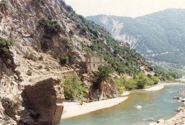 Ανασύρθηκαν τμήματα της ιστορικής γέφυρας Κοράκου στον Αχελώο