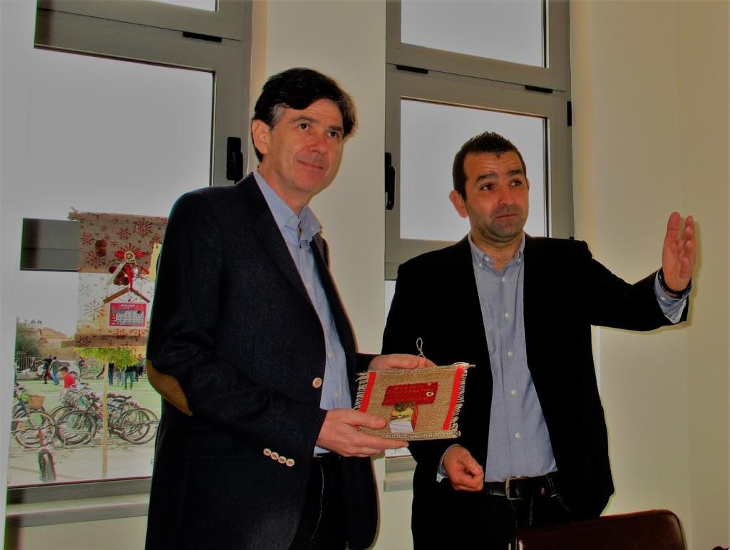 Ο υφ. Παιδείας Δ. Μπαξεβανάκης με τον διευθυντή του Ειδικού Γυμνασίου Αθ. Πατρόπουλο