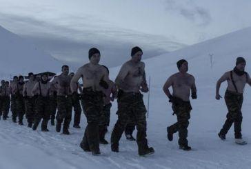 Ασκήσεις υπό το μηδέν: Γυμνοί στα χιόνια οι Έλληνες κομάντο