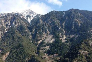 Το γιγαντιαίο βουνό και ο μικροσκοπικός οικισμός