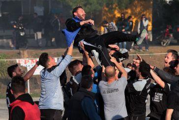 Εικόνες: έξαλλοι πανηγυρισμοί  στο Ελαιόφυτο για την παραμονή