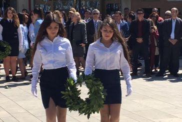 To Aγρίνιο τιμά την Εθνική Επέτειο: κατάθεση στεφάνων στο Μνημείο των Πεσόντων  (φωτό)