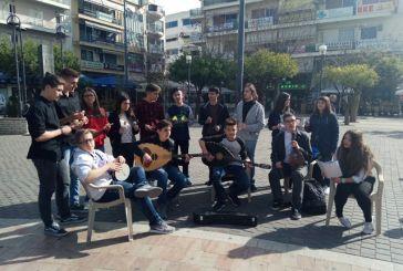 Έπαιξαν μουσική με όργανα από ανακυκλωμένα υλικά στο Αγρίνιο (φωτο)
