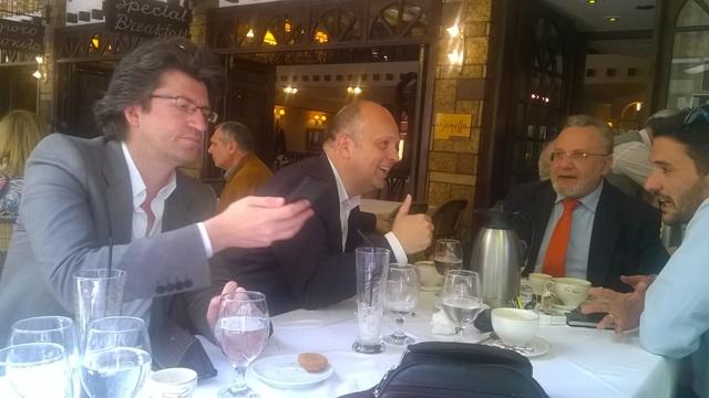 Χαλαρή κουβέντα στο Αγρίνιο για κυβερνητικά στελέχη