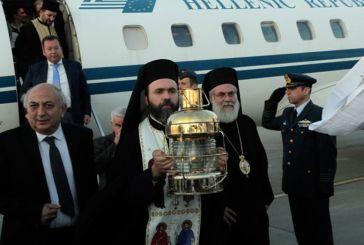 Με τιμές αρχηγού κράτους η άφιξη του Αγίου Φωτός στο αεροδρόμιο «Ελευθέριος Βενιζέλος»