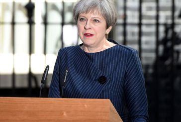 Κίνηση σοκ από Μέι: Θα σταματήσει την ελεύθερη μετακίνηση πολιτών της ΕΕ προς Βρετανία