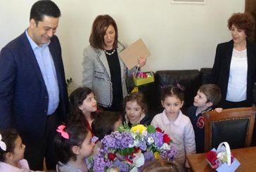 Μαθητές του 1ου Παιδικού Σταθμού Αγρινίου είπαν τα κάλαντα στο Δήμαρχο
