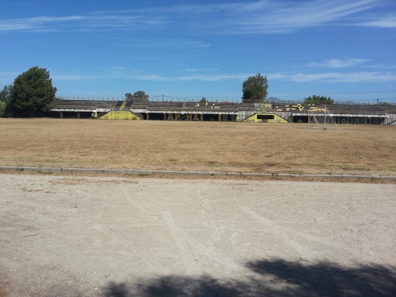 Κοινωνία Μπροστά: Εικόνες αποσύνθεσης στο γήπεδο Αιτωλικού!