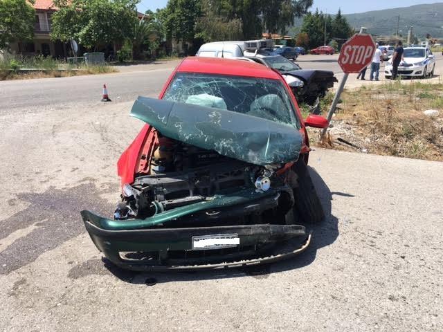 Τραυματίες σε τροχαίο στον Κουβαρά