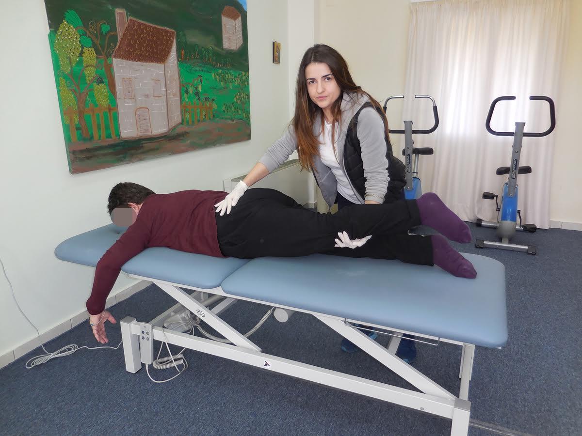 """Δωρεά κρεβατιών φυσικοθεραπείας στο """"Παναγία Ελεούσα"""" από τα έσοδα έκθεσης του Νίκου Αλιάγα στο Παρίσι"""