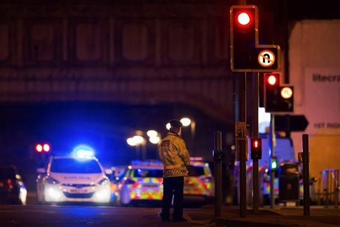 Τρομοκρατική επίθεση με 19 νεκρούς σε συναυλιακό χώρο του Μάντσεστερ