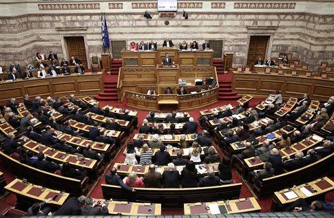 Live: Κορυφώνεται στη Βουλή η «μάχη» για το πολυνομοσχέδιο
