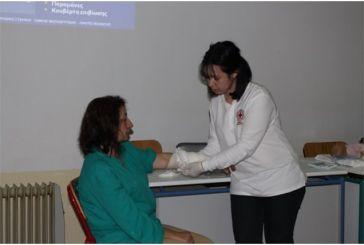 Μάθημα πρώτων βοηθειών από τον Ερυθρό Σταυρό στο ΔΙΕΚ Αγρινίου