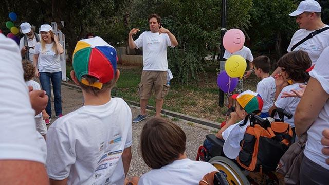 O οικοδεσπότης του παιχνιδιού, ηθοποιός Γιάννης Σαρακατσάνης, ανακοινώνει για τρίτη φορά στο παιχνίδι, την ισοπαλία μεταξύ των δύο «αντίπαλων» ομάδων : Της ΕΛΕΠΑΠ Χανίων και Αθήνας
