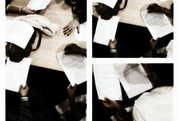 """«Πέντε μαύρα νήματα"""" από το  Ερασιτεχνικό Θέατρο Δήμου Αγρινίου"""