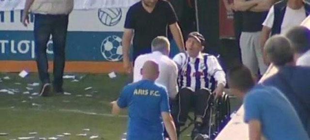 Συγκίνηση στο Γεντί Κουλέ για τον Γκέραρντ – Βρέθηκε στο γήπεδο σε αναπηρικό καροτσάκι (video)