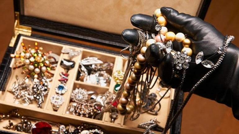 32χρονη διαρρήκτρια άρπαξε κοσμήματα μεγάλης αξίας από σπίτι στο Ξηρόμερο