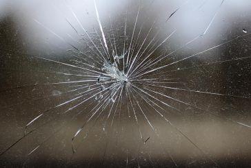 Πετούσε πέτρες σε παράθυρα Δημοτικού Σχολείου στο Αγρίνιο