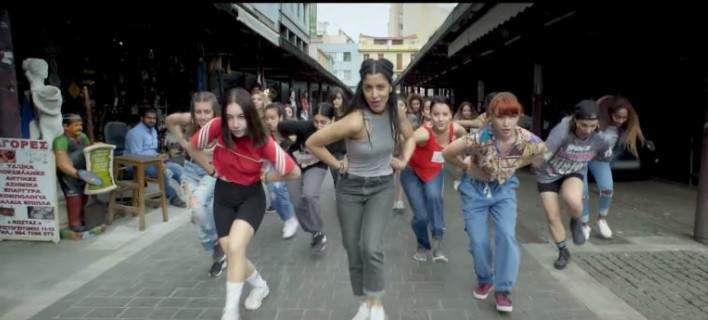 Θυμάστε το «θα σπάσω κούπες»; Η Μαρίνα Σάττι έβγαλε νέο τραγούδι και γίνεται χαμός στα Social Media [βίντεο]