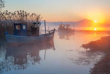 Ένα καλλιτεχνικό οδοιπορικό στη λίμνη Τριχωνίδα