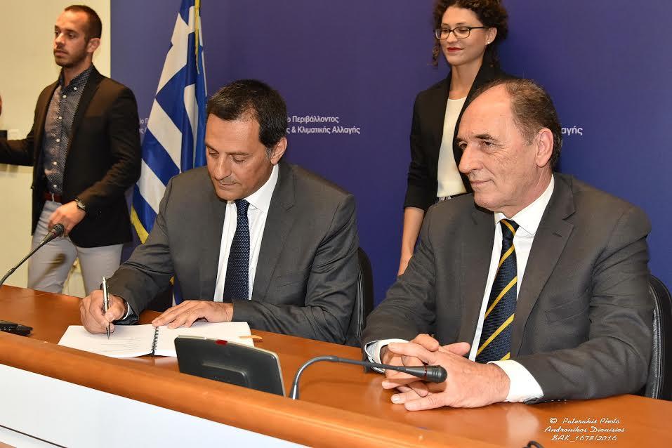 Τη Σύμβαση Μίσθωσης για την Αιτωλοακαρνανία, υπέγραψαν, ο ΥΠΕΝ Γιώργος Σταθάκης και ο πρόεδρος και διευθύνων σύμβουλος της Energean Oil & Gas Μαθιός Ρήγας