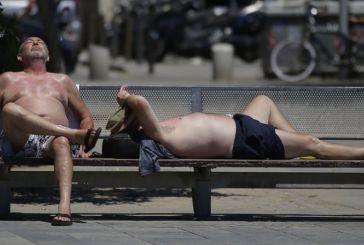 Παραλύει η Ευρώπη από το πρωτοφανές κύμα καύσωνα – Έρχεται και στην Ελλάδα
