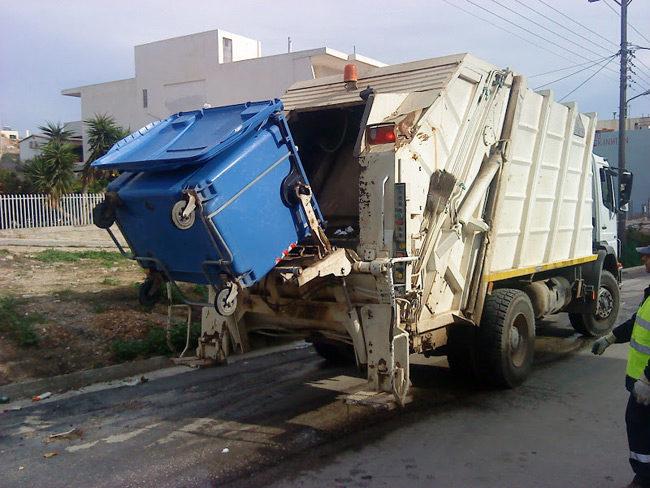 Υπάλληλος καθαριότητας του Δήμου Αμφιλοχίας έπεσε από απορριμματοφόρο