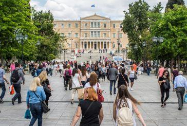Οι Έλληνες κάνουν «δώρο» στο κράτος 8,5 μισθούς