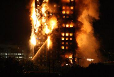 Τρομακτική πυρκαγιά σε 27ωροφο κτήριο – Φόβοι για εγκλωβισμένους