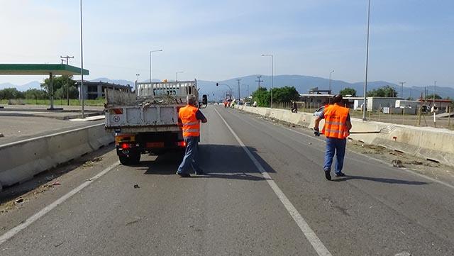 """Καθαρισμός από τον Δήμο Αγρινίου στην Εθνική Οδό γιατί η Περιφέρεια """"αγνοεί τις οχλήσεις του"""""""
