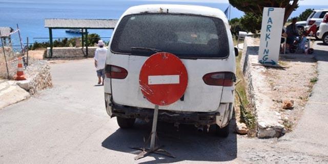 Το πάρκινγκ στο Πόρτο Κατσίκι – Κάθε χρόνο η ίδια κατάσταση