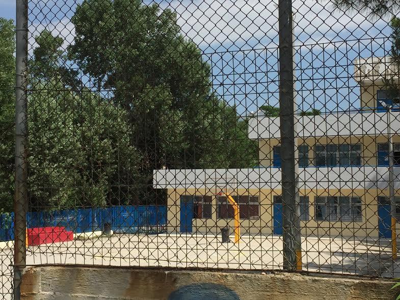 Αδέσποτη σφαίρα σκότωσε τον μαθητή στο 6ο Δημοτικό σχολείο Αχαρνών