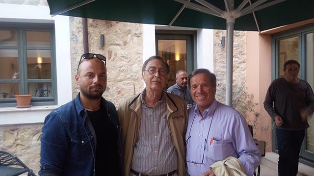 Στη φωτογραφία διακρίνονται: ο πρόεδρος της Ελληνικής Ιστιοπλοϊκής Ομοσπονδίας, Αντώνης Δημητρακόπουλος - ο πρόεδρος του ΝΑΟΑΣ Κώστας Γαλάνης - ο προπονητής του ΝΑΟΑΣ Παναγιώτης Καρελάκης.
