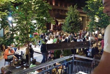Φρενίτιδα για τον Αντετοκούμπο σε street πάρτι στο Καρπενήσι