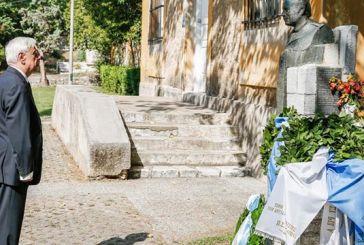Στεφάνι από τον Πρόεδρο της Δημοκρατίας στην προτομή του  Σπύρου Μουστακλή