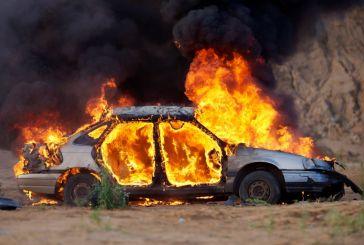 Όχημα καταστράφηκε ολοσχερώς από φωτιά στο Λιγοβίτσι