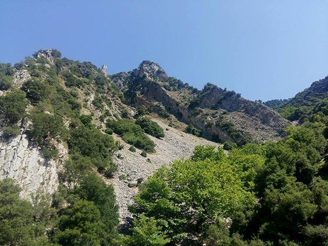 Πανοραμική άποψη της περιοχής Χούνη στην Κοιλάδα του Γιδομανδρίτη στο Ορεινό Θέρμο - περιοχή με άγρια φύση, δυσπρόσιτη μα και συνάμα σαγηνευτική