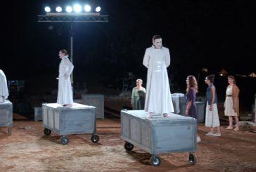 Εντυπωσίασε στο Αρχαίο Θέατρο Οινιαδών η παράσταση «Ιφιγένεια εν Αυλίδι»
