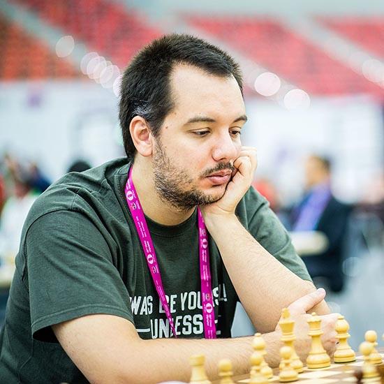 """Επίδειξη σκακιού """"Σιμουλτανέ"""" με τον GM Δημήτρη Μαστροβασίλη στη Ναύπακτο"""