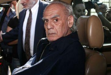 Ο Άκης Τσοχατζόπουλος συνεχίζει τα μπάνια του στις πισίνες