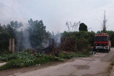 Καλύβια: Φωτιά κατέκαψε γεωργική αποθήκη και καλαμιώνα