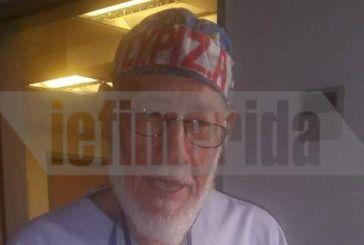 Απίστευτο: Ο γιατρός πατέρας του Κλέωνα Γρηγοριάδη με καπελάκι και ιατρική μπλούζα ΣΥΡΙΖΑ!