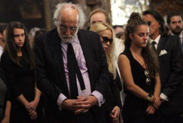 Κηδεία Ζωής Λάσκαρη: Σπαρακτικός επικήδειος από τον Αλέξανδρο Λυκουρέζο