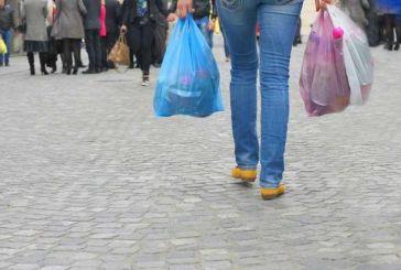 Τέρμα οι δωρεάν πλαστικές σακούλες – Μπαίνει τέλος από το 2018