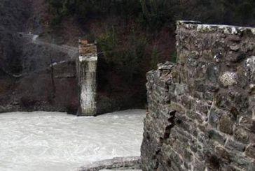 Ξεκινούν οι εργασίες αναστήλωσης στο ιστορικό γεφύρι της Πλάκας