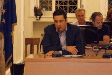 Παπαναστασίου για Τραπεζιώτη: «Κρίμα που οι χείμαρροι δεν χωρούν σε μπουκαλάκια να τα μεταφέρει στο δημοτικό συμβούλιο»