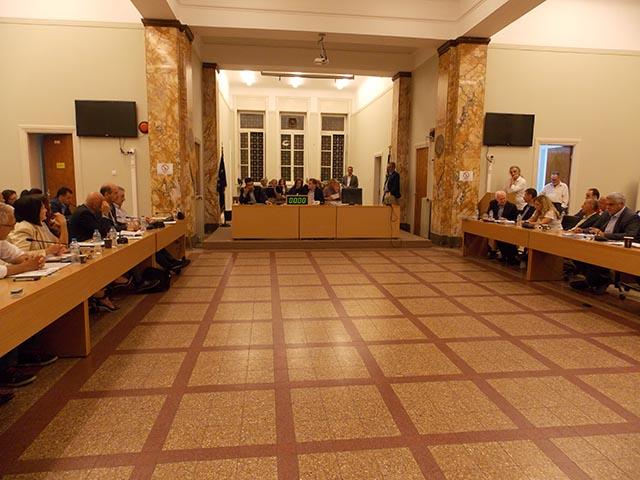 Εγκρίθηκε κατα πλειοψηφία η ονοματοθεσία δρόμων με αντιπαράθεση για τον πατέρα Βενέδικτο Πετράκη