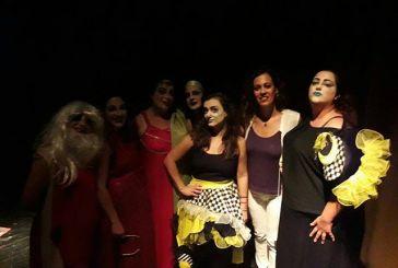 Εντυπωσίασε η θεατρική ομάδα Καλυβίων παιΖΟΥΜΕ στο ΔΗΠΕΘΕ Αγρινίου